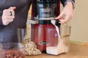 faire des laits végétaux : l'extracteur de jus Omega VSJ843